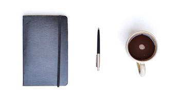 Libreta, pluma y café
